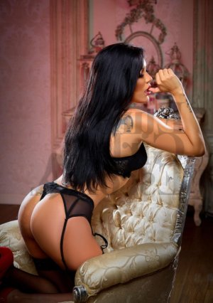Ebony milf escort girl & massage parlor